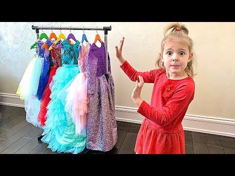Mania Dress Up in a Strange dress - Youtube