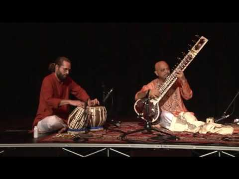 Dr Indranil Chatterjee (sitar) and Sri Shen Flindell (tabla) at Sangeet Mela 2015