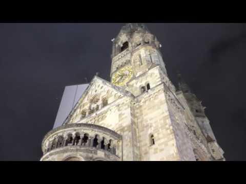 Die Glocken der Gedächtniskirche läuten zum gedenken an die Terroropfer