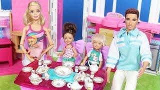 Barbie ve Ailesi 88.Bölüm - Barbie 'nin Yeni Oyuncak Yemek Takımı   Çizgi Film tadında   EvcilikTV