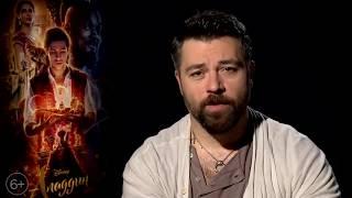 Алексей Чумаков озвучил Джина в русской версии фильма «Аладдин»