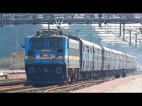 Offlink BZA WAG-7 with 22152 Kazipet - Pune SF Express - Indian Railways