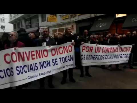 Operarios de Endesa en As Pontes se manifiestan ante el vice consulado de Italia en A Coruña