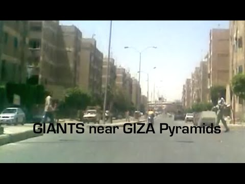 Unreal! | Two GIANT Men spotted nearby Giza Pyramids!