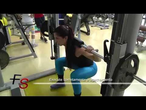 Momento Saúde – Agachamento Smith Machine