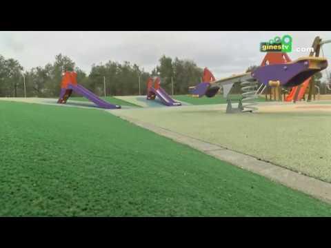 Mejoras en el Parque Manolo Pérez con la colocación de una nueva zona de césped artificial