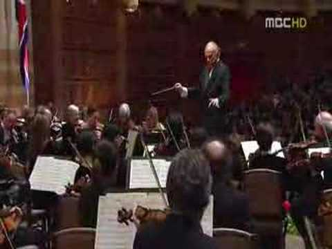 NY Philharmonic performs Arirang in N. Korea