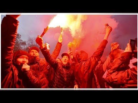 Scontri Liverpool, arrestati due ultras romanisti. Il tifoso dei Reds picchiato è in coma. I fami...