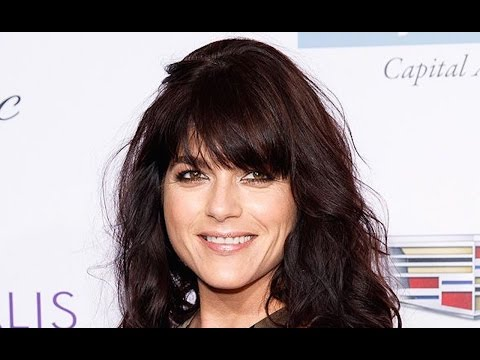 Selma Blair Taken Off Plane In Stretcher After Mixing Pills And Alcohol