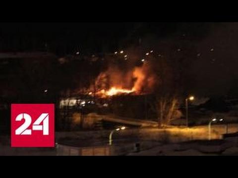 В Екатеринбурге горит мебельная фабрика