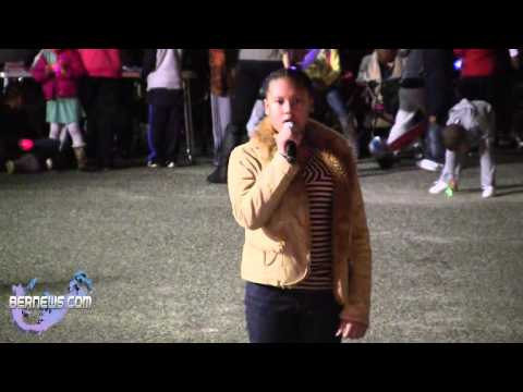 Sinae Smith Sings At St Georges Santa Parade, Dec 8 2012