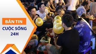 Bóng cười giá rẻ 'lấn chiếm' vỉa hè Hà Nội   VTC