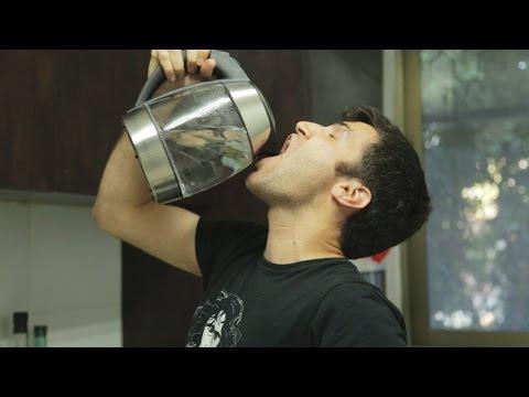 אור שותה קפה