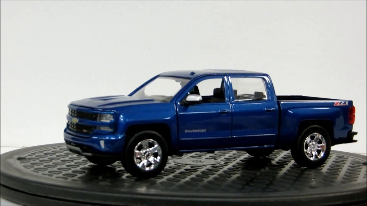 2017 Chevrolet Silverado 1500 Z71 Crew Cab Pick Up 1 27 Scale