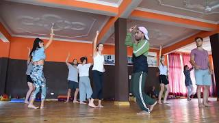 Aankh maare dance  choreography    sumit tonk   foreigners bollywood dance class.....