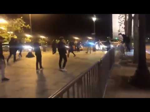 HOOLIGANS PSG ATTAQUE LES FANS DE L'OM EN PLEIN PARIS