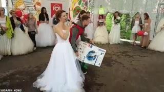 LIVE: Марафон невест в Ижевске: метание букетов