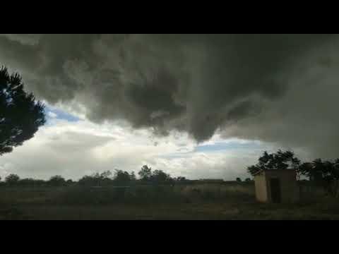 Toro al borde del tornado