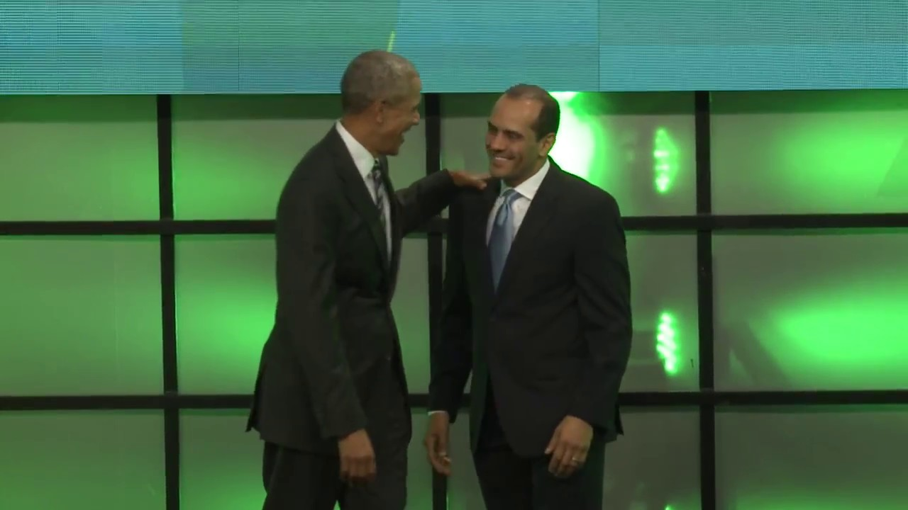 Juan Verde le da la bienvenida a Obama en la Cumbre Economía Verde 2017.