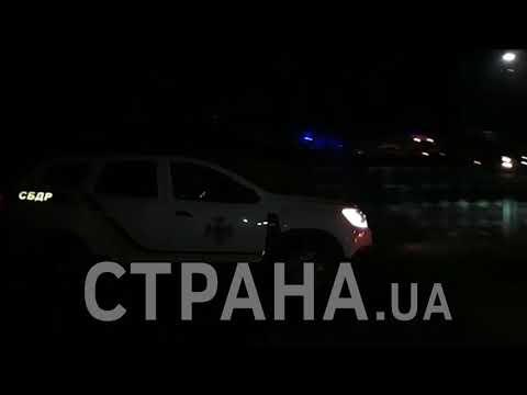Автобусы с украинцами из Уханя сквозь беснующуюся толпу въехали в Новые Санжары| Страна.ua