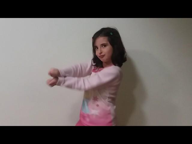 Nina dançando Baby shark - clipzui.com