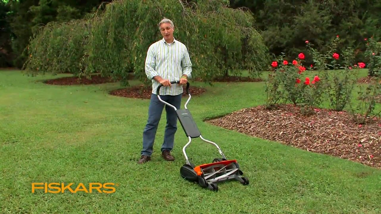 Fiskars Momentum The Eco Friendly Push Reel Lawn Mower
