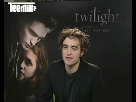 Robert Pattinson speaking French for Teemix!  Exclusive interview!