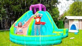 Katy y Max jugando actividades al aire libre