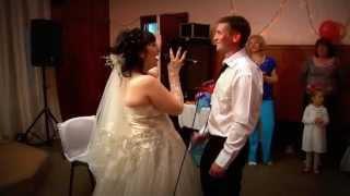 невеста поет жениху песню