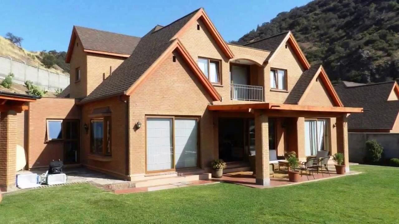 Arriendo casa en condominio en la huala 5075 la dehesa for Casas en chile santiago