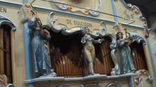 Draaiorgel de Dulciaan (*Deel 1) speelt de jaren 60 Medley in Assen