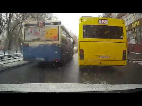 Саратовские автобусы мешают проезду машин