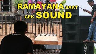 Kesibukan crew ramayana sound system menjelang cek sound