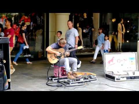 amazing street performer at perth in australia (performer : oisinandmalachy.)