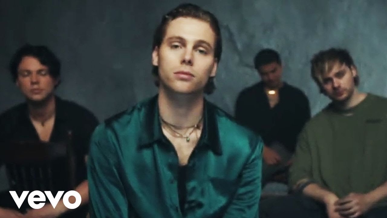 5 Seconds of Summer - Old Me (Official Video) chords | Guitaa.com
