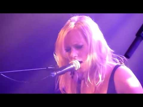 Fredrika Stahl - Sweep Me Away  (01/17) - live@La Maroquinerie (Paris),  30 Juin 2010