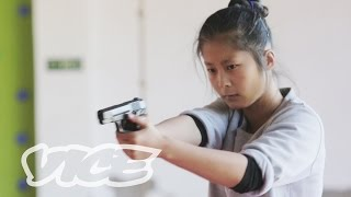 China's Elite Female Bodyguards thumbnail