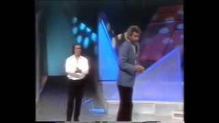 Juan Pardo cantando sevillanas