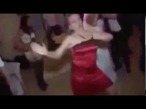 Эро фото девушки в красном платье