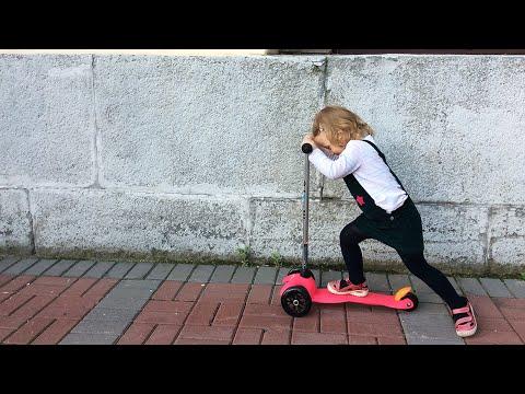 VLOG Sonja vozi trotinet Mini Micro prvi put / Igracka Angry Birds iz Mekdonaldsa / Setnja gradom