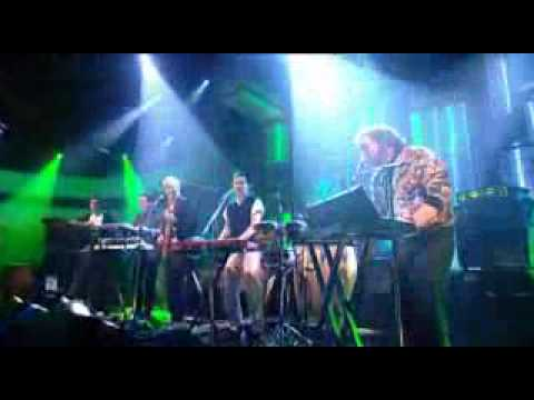 Hot Chip - Hold On - Live on Jools Holland