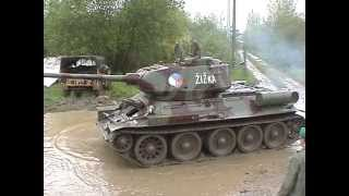 Střední tank T-34/85 v akci, Medium Tank T-34/85 in action, Средний Танк Т-34/85 в действии