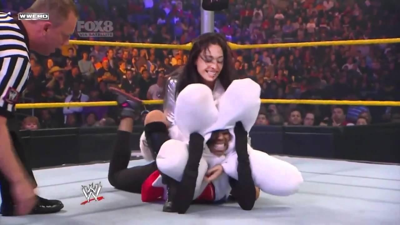 Nikki bella vs naomi extreme rules 2015 - 1 2