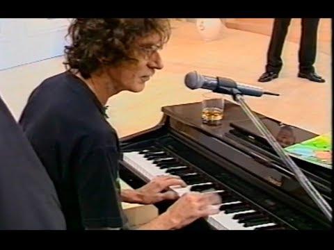 Charly García - Dios del Rock tocando INSTRUMENTOS DE TECLADO