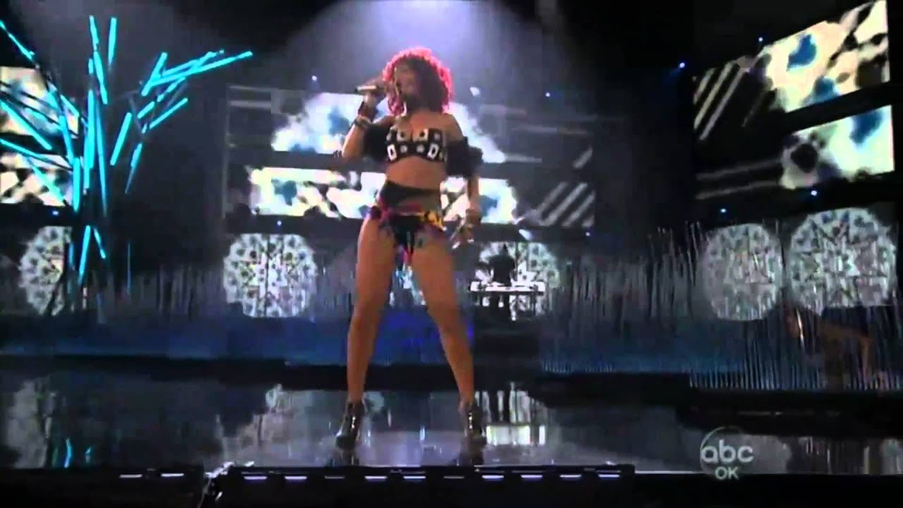 image Rihanna work live 4 with drake