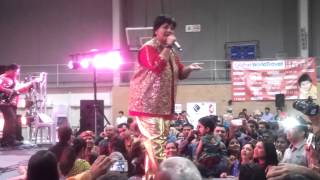 Falguni Pathak singing sanedo 2013.mp4
