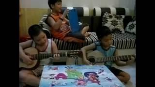 Đàn gà trong sân guitar phiên bản nhí