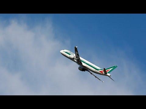 اعتقال امرأة أثارت شغباً على متن طائرة بسبب هبوط اضطراري …