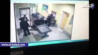 بالفيديو والصور.. كاميرات المراقبة بمطار برج العرب ترصد إجراءات تفتيش المتهم باختطاف الطائرة
