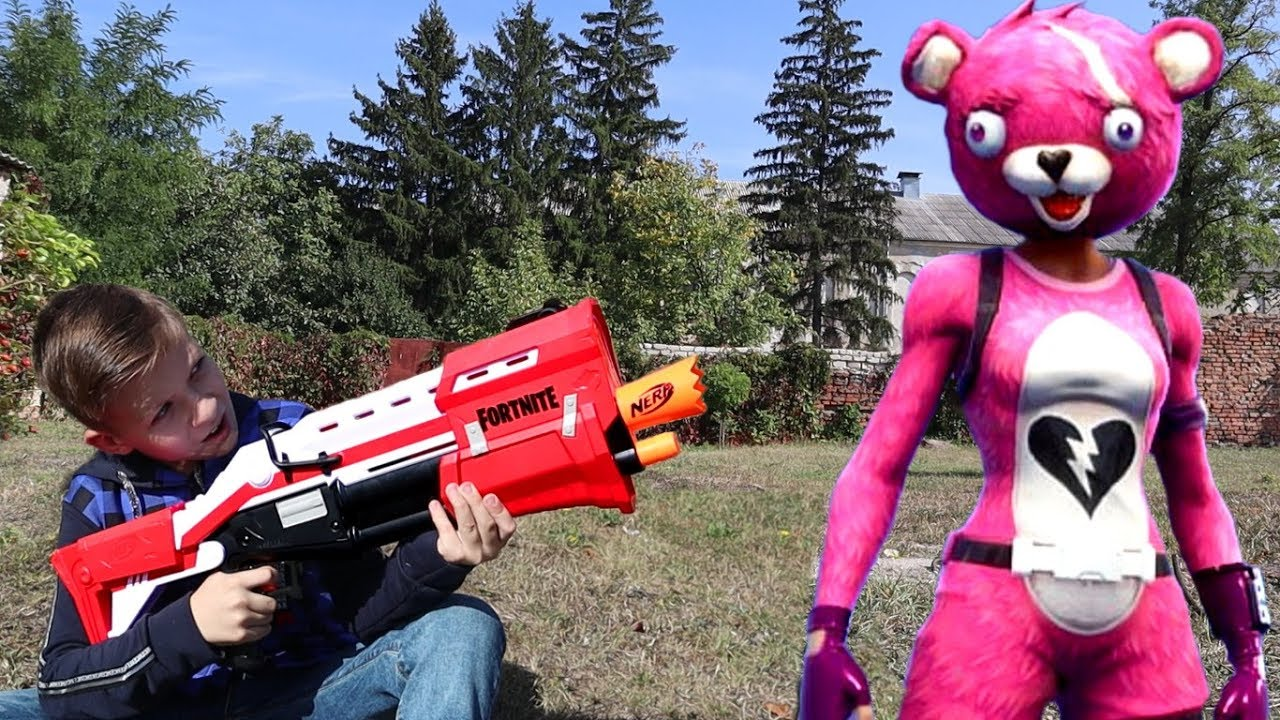Nerf Fortnite против Розовой Панды из игры Фортнайт ? Кто кого? Nerf Fortnite Blasters Battle